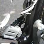 Почти на всех великах на переднем переключателе стоит ограничитель для цепи