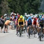 Пелотон. В желтой майке - Брэдли Виггинс, лидер Тура