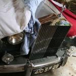 В гараже хозяин замка хранит Ролс-Ройс 1957 года в идеальном состоянии