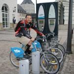 Здесь можно взять велосипед напрокат, а сдать на другой велопарковке